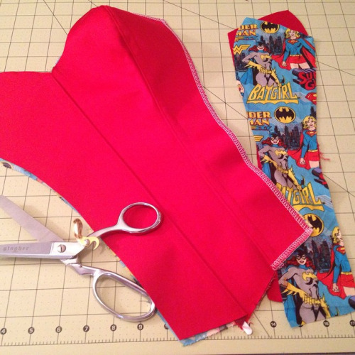 When one makes a geeky corset, one must include a geeky lining ;)